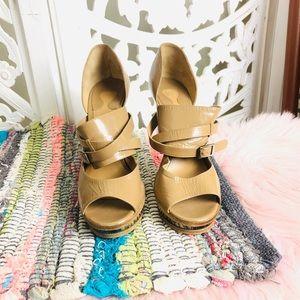 EUC AUTH Chloe Nude Patent Horseshoe Heels 39/9